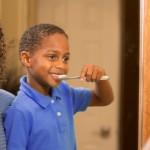 5 dicas para ensinar seu filho a cuidar dos dentes
